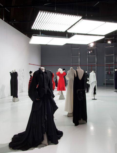 """<p>A pesar de no ser un museo de moda, es el museo de moda más importante del mundo, por la calidad y variedad de sus fondos. Su canal en <a href=""""https://www.youtube.com/user/vamuseum"""" target=""""_blank"""">Youtube</a> recoge informaciones sobre piezas excepcionales de su colección, conferencias de cursos allí impartidos, reportajes sobre creadores de diferentes países, documentales históricos... Imprescindible.</p>"""
