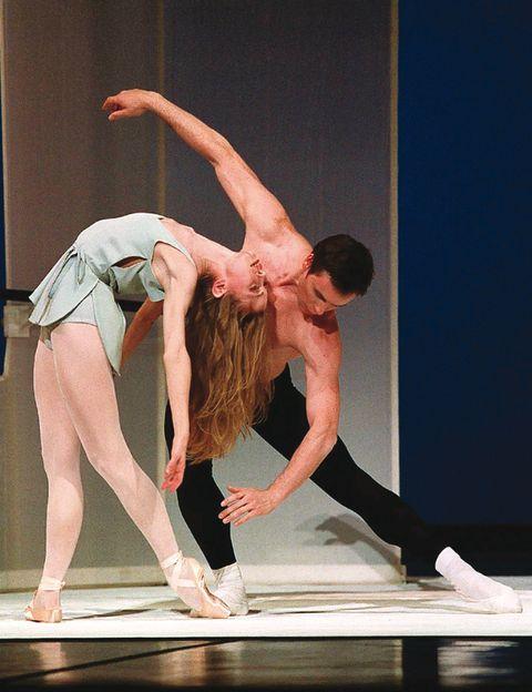 """<p>La primera creación que la artista serbia Marina Abramovic ha ideado para el ballet de la Ópera de París se incluye en este espectáculo que te sorprenderá. Desde el 2 de mayo (<a href=""""http://operadeparis.fr"""" target=""""_blank"""">operadeparis.fr</a>).</p><p><strong>El plan:</strong> Alquila una bicicleta (<a href=""""http://velib.paris.fr"""" target=""""_blank"""">velib.paris.fr</a>) y disfruta de las panorámicas bordeando el Sena. Date un capricho gourmet en el Bistrot Paul Bert (tel. +33 1 43 72 24 01). Tu refugio más chic te espera en El Dorado (<a href=""""http://eldoradohotel.fr"""" target=""""_blank"""">eldoradohotel.fr</a>, 70 €).</p>"""