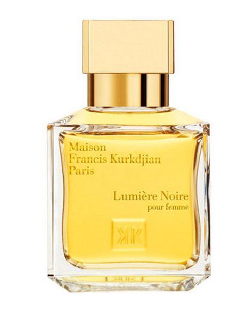 """<p>&nbsp;</p><p><i>¿Qué perfume o colonia podríamos utilizar en una cita especial? ¿Cuáles son tus preferidos para seducir?</i> """"<strong>Un aroma con el que te identifiques y te sientas cómodo a la vez que seductor""""</strong>, dice la directora de Le Secret du Marais. """"En mi caso particular, me gusta mucho Lumière Noire de Maison Francis Kurkdjian y Portrait of a Lady de Editions de Parfums Frédéric Malle. <strong>En cuanto a las velas, Mrta se decanta por Jurassic Flower de Editions de Parfum de Frédéric Malle</strong>. En crema, Portrait of a Lady y Teint de Neige de Lorenzo Villoresi.</p><p>&nbsp;</p>"""