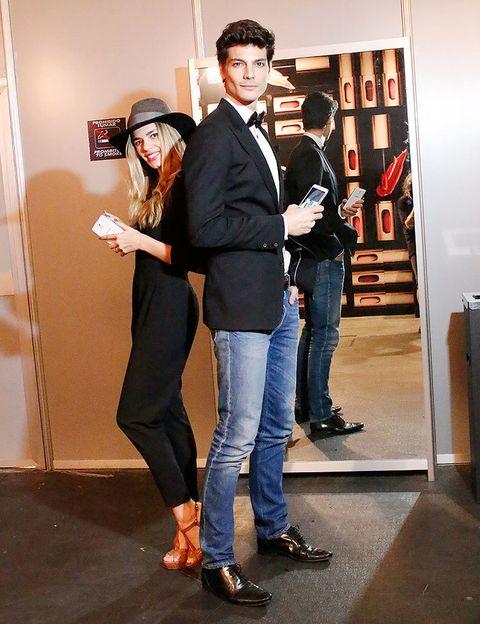 <p>Preparados para un día más en MBFWM, Mirian y Javier se arman con sus Samsung Galaxy Note 3 y Galaxy Gear para captar todos los detalles del backstage y ver las caras conocidas con las que se llena hoy el front row.</p>