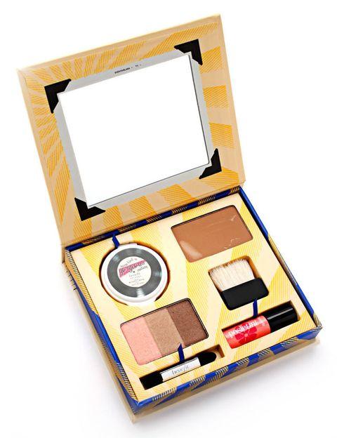 <p>'Cabana Glama' (37 €), de <strong>Benefit</strong>. Contiene todo lo necesario para un look brillante y bronceado: base, polvos bronceadores, tinte para labios y mejillas, una paleta de sombras y minibrochas.</p>