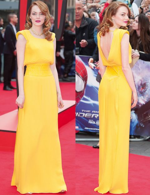 <p>El look de <strong>Emma Stone</strong> en el estreno en Londres de 'The Amazing Spider-Man 2: Rise of Electro' le ha servido para convertirse en la mejor de la semana.Muy colorida con un espectacular vestido amarillo plisado con detalle de <strong>Swarovksi</strong> en la cintura, hombros armados y espalda cruzada al aire de <strong>Atelier Versace</strong> que combinaba a la perfección con su tono de piel y de pelo. Le añadió una única joya, uno collar rígido dorado de <strong>David Webb</strong>, y acertó con su melena con ondas y al dar un tono frambuesa a sus labios.</p>