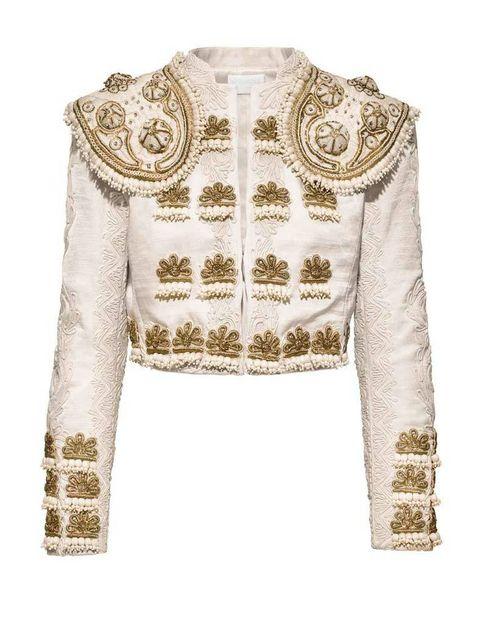 <p>Piezas como esta chaqueta de corte torero con abalorios y bordados, estarán a la venta en un total de 150 tiendas seleccionadas por todo el mundo.</p>