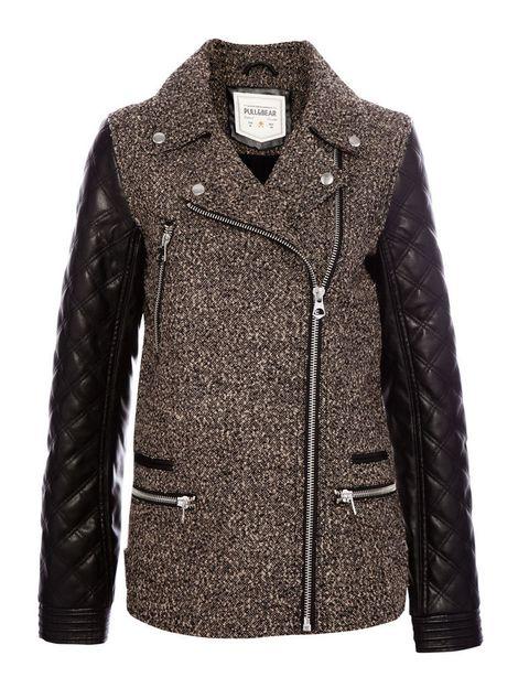 <p>Cazadora con mix de tejido: mangas de piel y cuerpo de espiga. De <strong>Pull & Bear </strong>(49,99 €).</p>