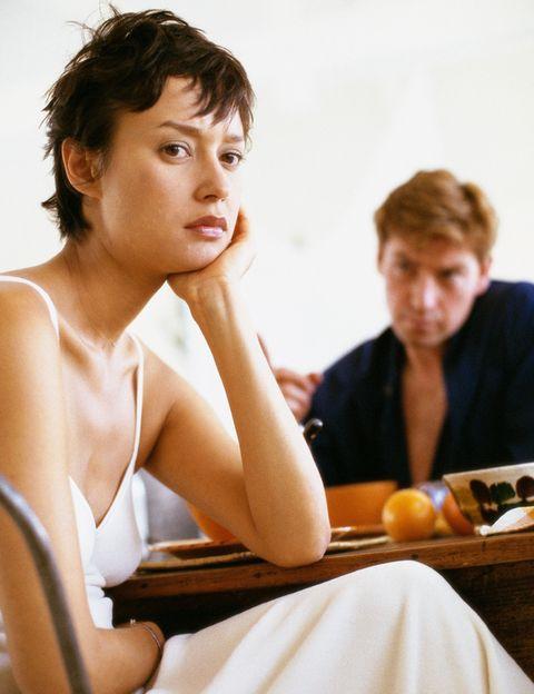 """<p>Para un 13,15% de los hombres encuestados lo que les """"molesta"""" de sus parejas es <strong>que ya nos les resultan atractivas físicamente</strong>, mientras que, según los datos aportados por Victoriamilan.es, para nosotras el segundo motivo de queja respecto a nuestras parejas es su tacañería (15,09%). &nbsp;</p><p>&nbsp;</p>"""