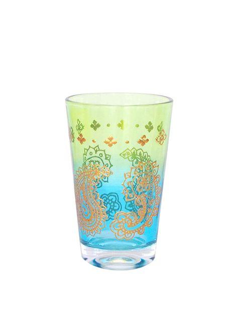 "<p>Vaso de vidrio multicolor, para el té (3 €), de <a href=""http://www.elcorteingles.es/tienda/hogar/browse/productDetail.jsp?productId=A5550499&amp&#x3B;categoryId=999.1330533692&amp&#x3B;selectedSkuColor=135.1271146546&amp&#x3B;fromAjax=true&amp&#x3B;trail=&amp&#x3B;trailSize=&amp&#x3B;navAction=jump&amp&#x3B;navCount=0&amp&#x3B;brandId=&amp&#x3B;selectedSkuId=&amp&#x3B;cm_mmc=elle%20_%20contenedores-_-acuerdo%20_%202014-06-04%20_%20hogar-_-noticia%20_%20clases%20de%20estilo-_-cocina%20internacional"" target=""_blank""><strong>Cerve.</strong></a></p>"