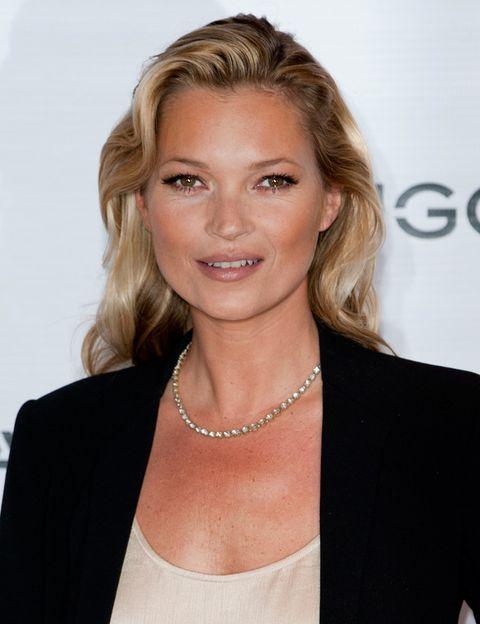 <p>Este año, hemos visto a Kate luciendo ondas retro y melena por los hombros en un look muy favorecedor.</p>