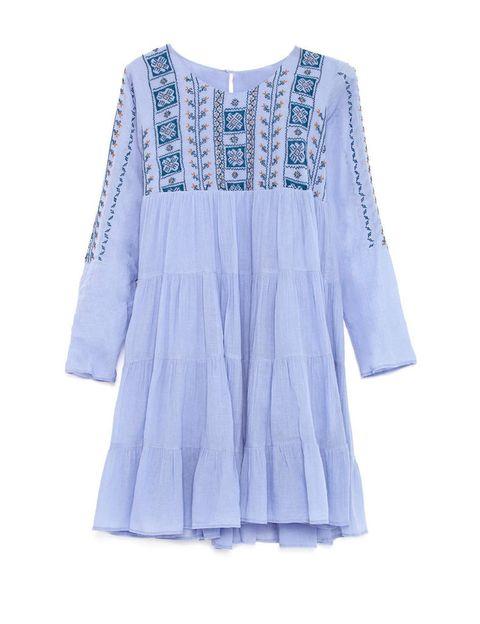 <p>Vestido amplio con bordados de <strong>Antik Batik</strong> (125 €).</p>