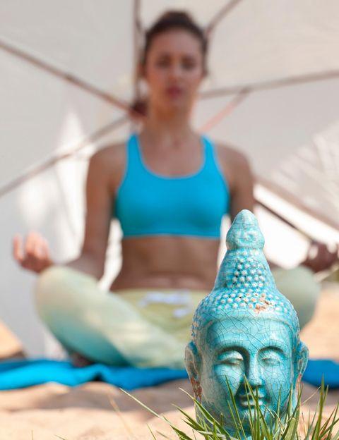"""<p>""""La hora ideal para la práctica es al amanecer o a la última hora de la tarde, al anochecer"""", dice el director de <a href=""""http://city-yoga.com/"""" target=""""_blank"""">City Yoga</a>. """"Por la mañana, cuando la mente está menos cargada, y por la tarde, cuando el cuerpo está más abierto, menos rígido"""", dice.</p><p>&nbsp;</p>"""