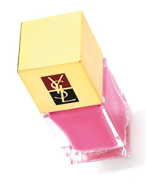 <p>'Manucure Couture' (22,90 €), de <strong>Yves Saint Laurent</strong>. Con un toque nacarado. </p>