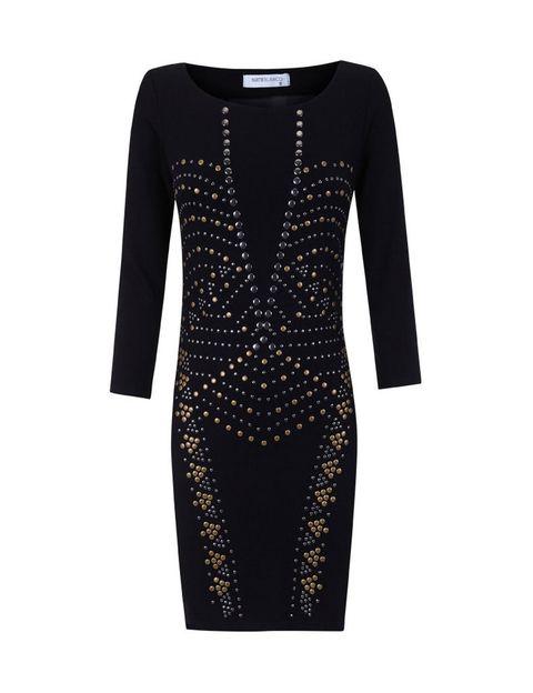 <p>Vestido ajustado negro de manga larga, con tachas en dorado y escote en pico. De <strong>Blanco</strong> (antes 32,99 €. Ahora: 16,49 €).</p>