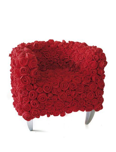 <p>Muchas Rosas 950, no es que lo diganos nosotros, se llama así el sillón de 13Ricrea, tres diseñadoras italianas que triunfan a base de reciclaje y humor.</p>