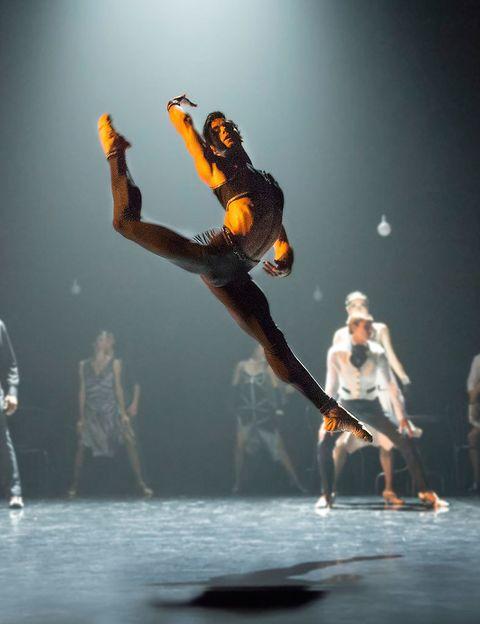 <p>Este fin de semana tienes la última oportunidad para ver en los <strong>Teatros del Canal de Madrid 'Bolero',</strong> el espectáculo con el Víctor Ullate celebra los 25 años de la compañía, y que supone un homenaje a los ballets de los años 20. El viernes el pase es a las 20 h, el sábado a las 19 h y a las 22 h y el domingo a las 19 h. Las entradas puedes sacarlas en taquilla y en los cajeros Ibercaja.</p>
