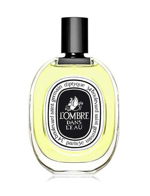 <p><strong>L'Ombre dans l'Eau</strong> de <strong>Diptyque</strong>. Recuerda al final del verano, a árboles, naturaleza con una nota picante y rosa de base (98 €/100 ml.).</p>