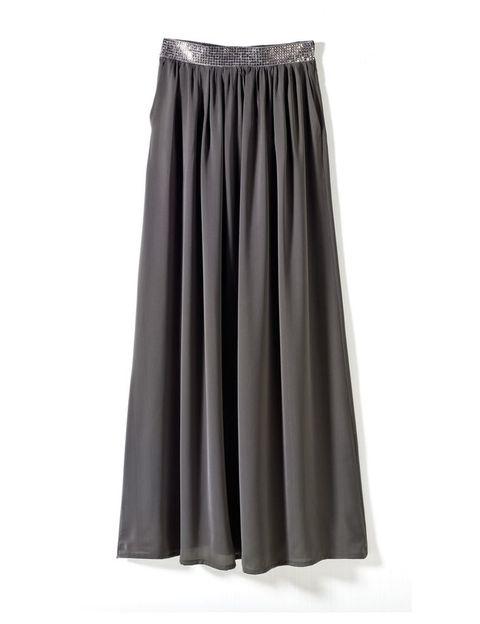 <p>Pero informal. Falda gris con cintura plateada, de <strong>Fórmula Joven</strong> (39,95 €).</p>
