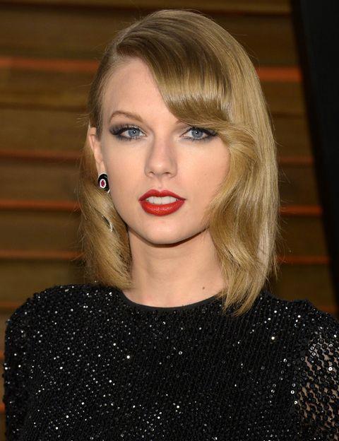 <p><strong>Taylor Swift</strong> acaba de cambiar de look y ahora luce un flequillo lateral con ondas. ¡Nos gusta!</p>