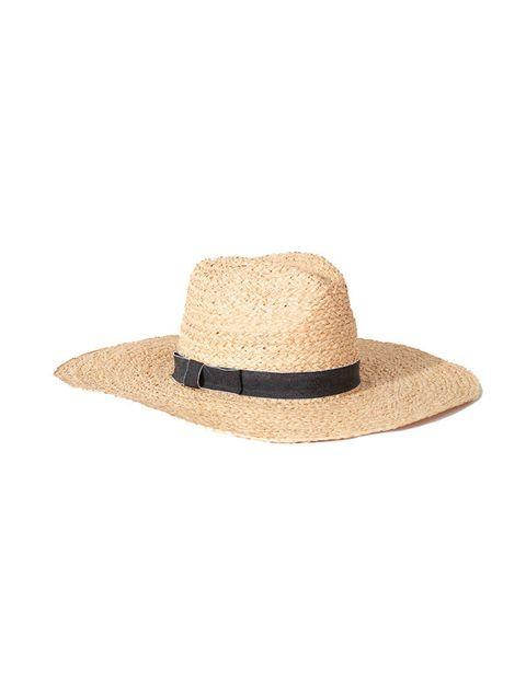 <p>Una prenda de verano que tienes que tener, ya sea para ir a la plya y protegerte del sol como para darle un toque distinto a los looks casual (vaqueros, vestido negro, shorts...). Éste es de <strong>Jo&MrJo para el Corte Inglés</strong> y cuesta 14,95€.</p>