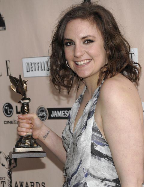 <p>Lena Dunham dirige, escribe y protagoniza esta serie. En los Film Independent Spirit Awards de 2011 ganó el premio al mejor guión debut. </p>