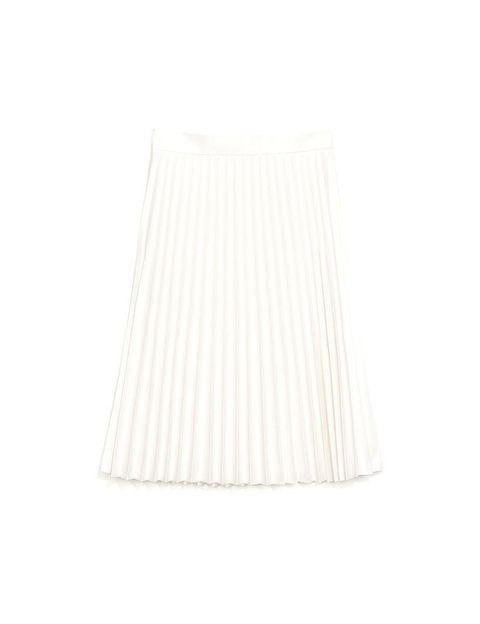 <p>Falda blanca de vuelo, de<strong> Zara.</strong></p>