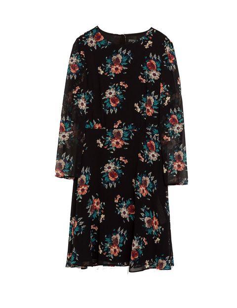 <p>Vestido de manga larga negro con flores <strong>de Zara, 39,95 €.</strong></p>