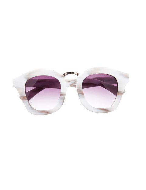 <p>Gafas de pasta blanca y cristales morados, de <strong>Asos</strong> (49,29 €).</p>