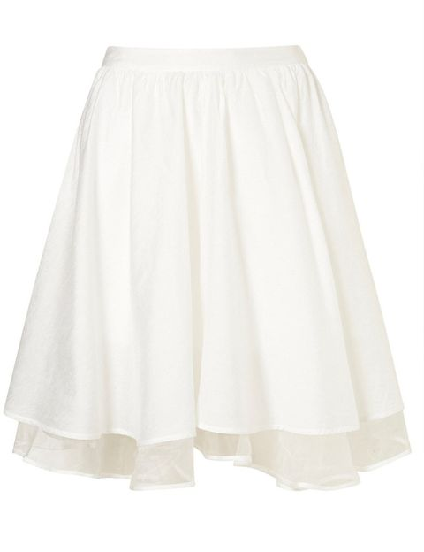"""<p>Minifalda blanca con vuelo de <a href=""""http://www.topshop.com/webapp/wcs/stores/servlet/ProductDisplay?beginIndex=1&amp;viewAllFlag=&amp;catalogId=33057&amp;storeId=12556&amp;productId=5796765&amp;langId=-1&amp;sort_field=Relevance&amp;categoryId=208530&amp;parent_categoryId=203984&amp;pageSize=20&amp;refinements=Colour{1}~[white]&amp;n"""" target=""""_blank""""><strong>Topshop</strong></a>&nbsp;(13 euros).</p>"""