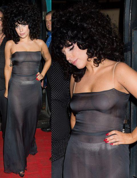 <p><strong>Lady Gaga</strong> también ha lucido transparencias esta semana pero de una manera mucho menos elegante con un vestido largo gris que dejaba poco a la imaginación.&nbsp;&nbsp;</p>
