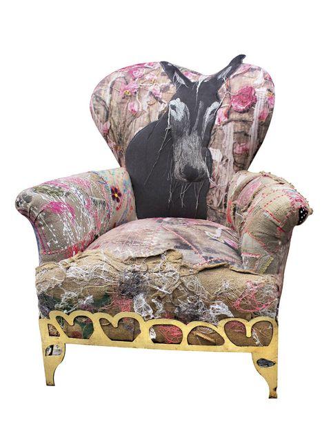 <p>El sillón <i>Balthazar</i> está realizado con telas pintadas a mano y aguanta lo que le echen. De Bokja, 2.000 €.</p>