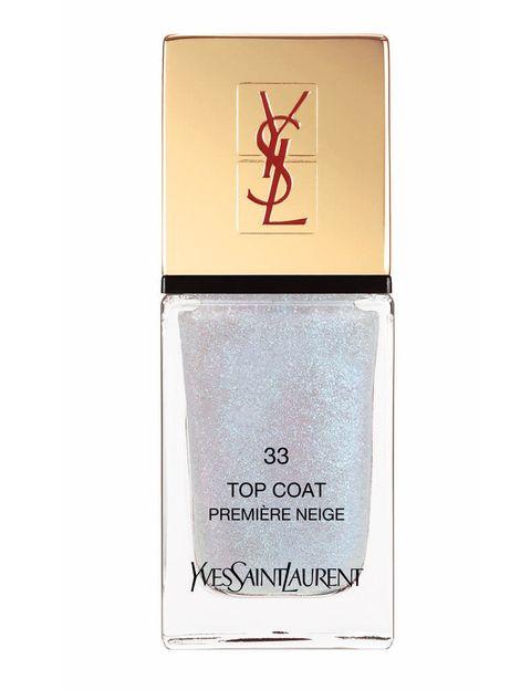<p>'Top Coat Laque Couture nº 33' (23,50 €), de <strong>Yves Saint Laurent</strong>. Se aplica sobre cualquier esmalte y aporta un efecto destello.</p>
