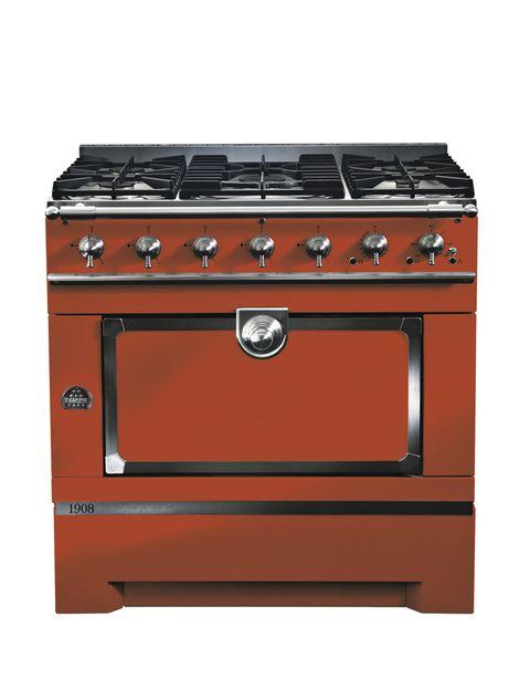 <p><i>1908,</i> con un exclusivo horno y zona de cocción, de La Cornue, desde 7.890 €. Además en azul y en amarillo.</p>