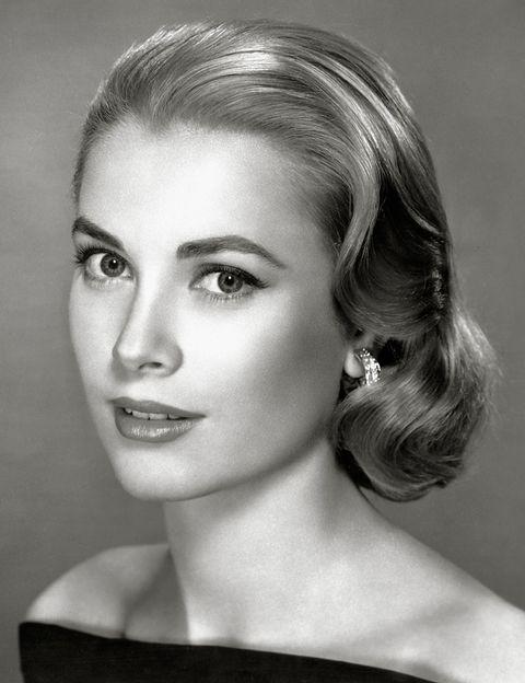 <p>Poseía uno de los looks más refinados del cine: <strong>Grace Kelly</strong> hizo suyos peinados 'lady' como este, a la altura de la barbilla y con ondas amplias.</p>