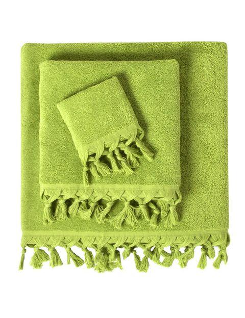 """<p></p><p>Este juego de toallas color verde lima y acabadas en pompones son una opción muy fresca para el baño (desde 2,45€), de <a href=""""http://www.elcorteingles.es/tienda/hogar/browse/productDetail.jsp?productId=A11214010&categoryId=999.1329135130&selectedSkuColor=135.1240843234&fromAjax=true&cm_mmc=elle%20_%20contenedores-_-acuerdo%20_%202014-08-11%20_%20hogar-_-noticia%20_%20deco-_-ropa%20cama%20y%20bano"""" title=""""Privium"""" target=""""_blank"""">Privium</a>.</p>"""