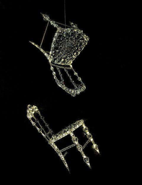 <p>¿Nos sentamos? Las esculturas de cristal Chaise Lumineuse de la creadora francesa Géraldine Gonzalez nos han enamorado. ¡Brillante! </p>