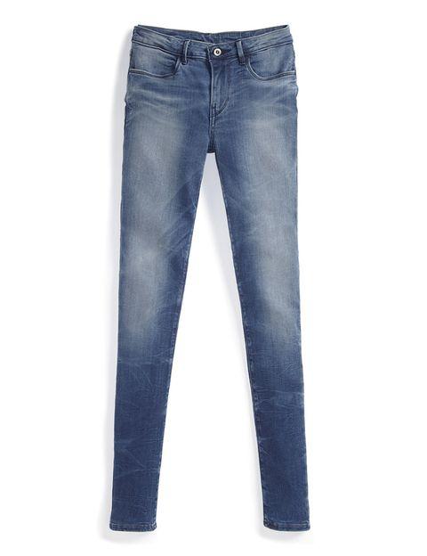 <p>Pantalones vaqueros pitillo con lycra en azul de<strong> Levi's</strong> (97€).</p>