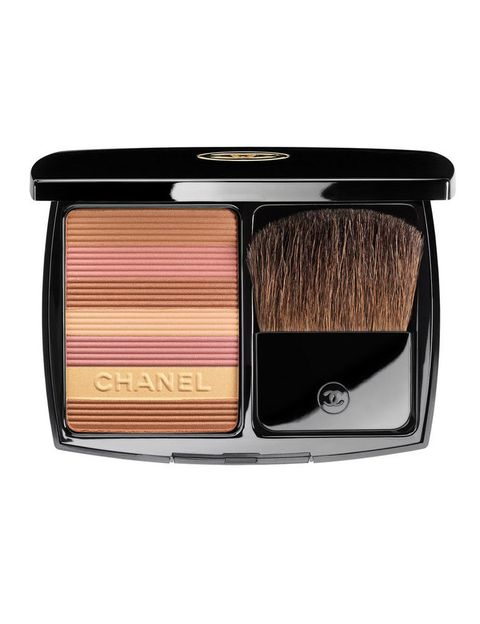 <p>'Soleil Tan' (51 €), polvos bronceadores de <strong>Chanel</strong>. En tono 'Sable Rose'.</p>