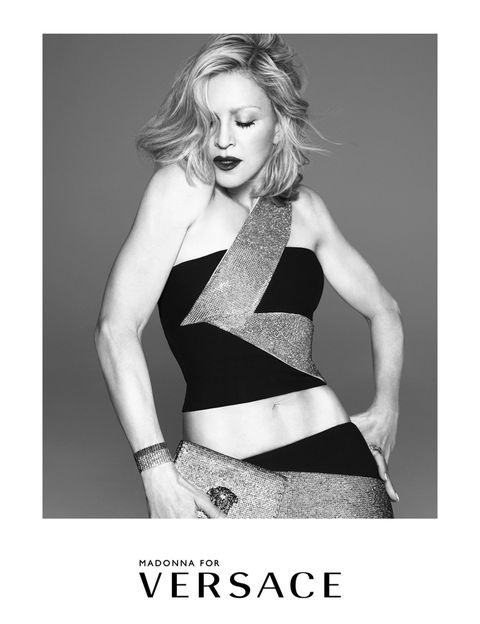 <p>Es la cuarta vez que Madonna ha aparecido en campañas publicitarias de <strong>Versace</strong>. La primera fue en 1995.</p>