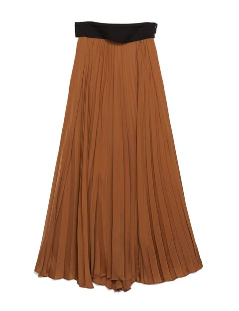 <p>Falda plisada larga color toffe, de <strong>Zara.</strong></p>