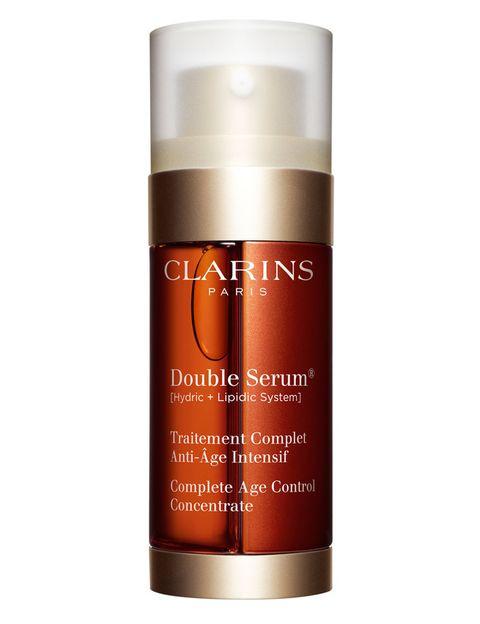 <p>'Double Serum' (76 €), de <strong>Clarins</strong>. Fórmula en dos pasos que rejuvenece y minimiza el aspecto de los poros.</p>