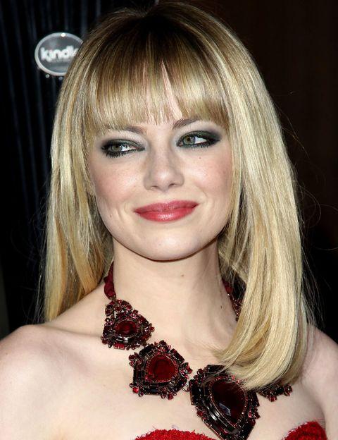 <p><strong>Emma Stone</strong> prefiere la melena <i>midi</i> con flequillo, ligeramente capeada en la parte frontal.</p>