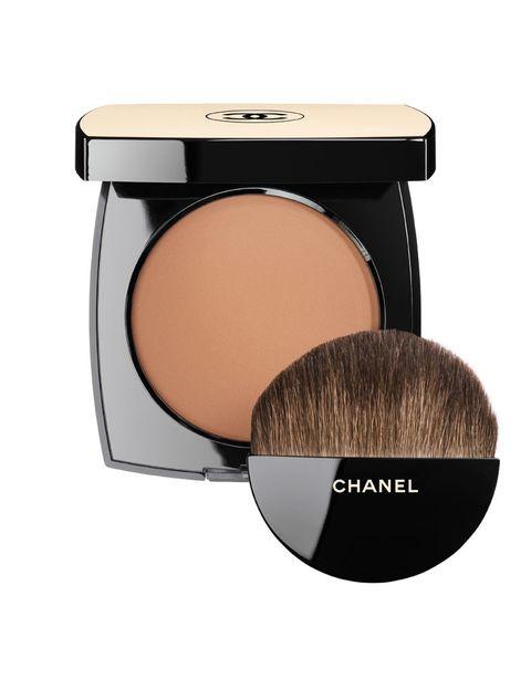 <p>'Les Beiges', polvos efecto buena cara con SPF 15. De <strong>Chanel</strong> (48 €).</p>