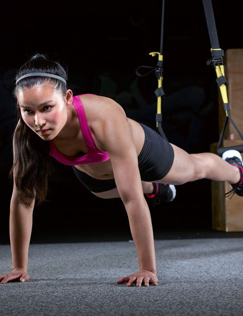 """<p>Es lo último en training y yoga, <strong>una feliz fusión entre el entrenamiento en suspensión y esta milenaria disciplina</strong>. En las clases emplearás el propio peso de tu cuerpo para hacer asanas, ejercicios de TRX y estiramientos con la ayuda de estas bandas con agarres. <strong>Psst.</strong> Añadiendo la respiración de yoga al trabajo en suspensión se consigue un intenso trabajo de tonificación muscular consciente. <strong>Beneficios.</strong> La combinación de ambas disciplinas te proporcionará un cuerpo atlético, estilizado, fuerte y una postura mejor. <a href=""""http://www.zentroyoga.com"""" target=""""_blank"""">zentroyoga.com</a></p><p>&nbsp;</p>"""