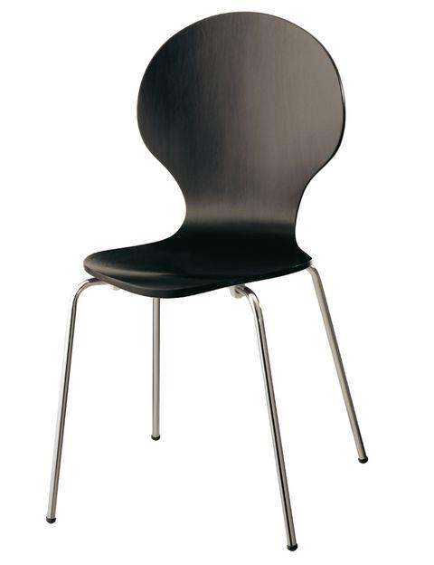 "<p>Silla negra con contrachapado lacado y estructura de aluminio (45 €), de <a href=""http://www.elcorteingles.es/tienda/hogar/browse/productDetail.jsp?productId=A8854001&amp&#x3B;categoryId=999.1331283559&amp&#x3B;selectedSkuColor=135.16&amp&#x3B;fromAjax=true&amp&#x3B;isProduct=true&amp&#x3B;trail=9004%3A999.1331283559%3A284025%3A135.16&amp&#x3B;trailSize=1&amp&#x3B;navAction=jump&amp&#x3B;navCount=0&amp&#x3B;brandId=&amp&#x3B;cm_mmc=elle%20_%20contenedores-_-acuerdo%20_%202013-10-02%20_%20hogar-_-noticia%20_%20deco-_-blanco%20negro"" target=""_blank""><strong>Urban Chic.</strong></a></p>"