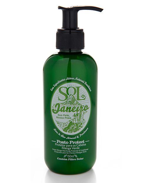 <p>'Post Protect' (14 €), protector del cabello con mango verde y filtros solares. Perfecto para la playa o la piscina. De <strong>Sol de Janeiro</strong>.</p>