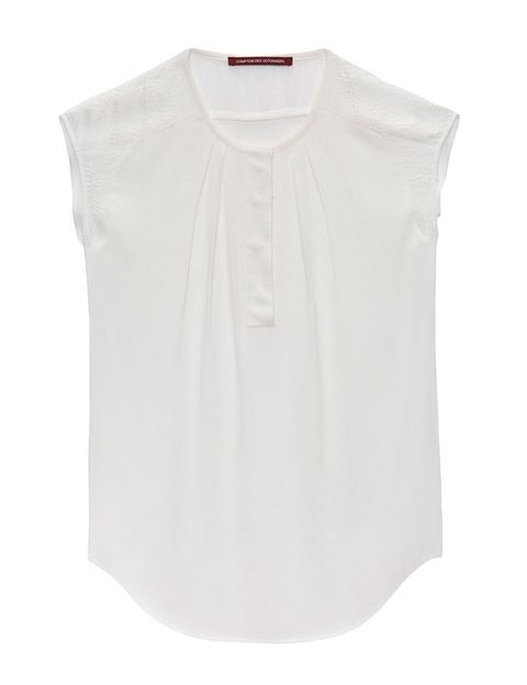 <p>Camisa blanca sin mangas, de <strong>Comptoir des Cotonniers </strong>(95 €).</p>