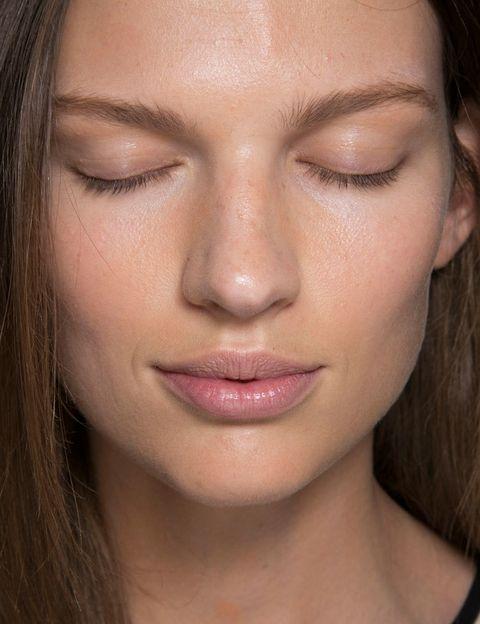 <p>No son exactamente ni bases de maquillaje ni tratamientos, sino productos coloreados que aportan al instante buen tono a la vez que corrigen e hidratan. Serán tu aliado para estar lista en cinco minutos. </p>