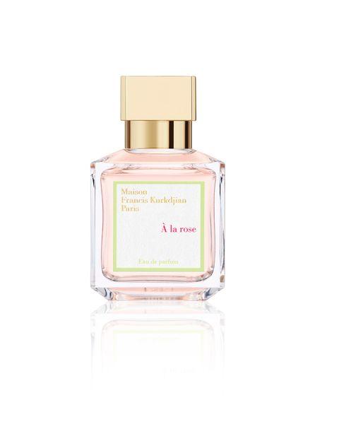 """<p>&nbsp&#x3B;</p><p>Los olores no sólo nos transportan, nos hacen sentir muchas cosas gratificantes y placenteras. <strong>Unas gotas del nuevo perfume femenino de Maison Francis Kurkdjian, conocido como el mejor perfumista del mundo</strong>, te harán sentir en un jardín lleno de rosas. À la rose es una declaración de amor universal hecha perfume, que nosotras te proponemos hacerte a ti misma. <strong>Psst.</strong> Este exquisito perfume está elaborado con 300 rosas de dos variedades diferentes. Precio. 145 € en &nbsp&#x3B;Le Secret du Marais, a la venta en enero de 2015. <a href=""""http://www.lesecretdumarais.es"""" target=""""_blank"""">lesecretdumarais.es</a></p><p>&nbsp&#x3B;</p>"""