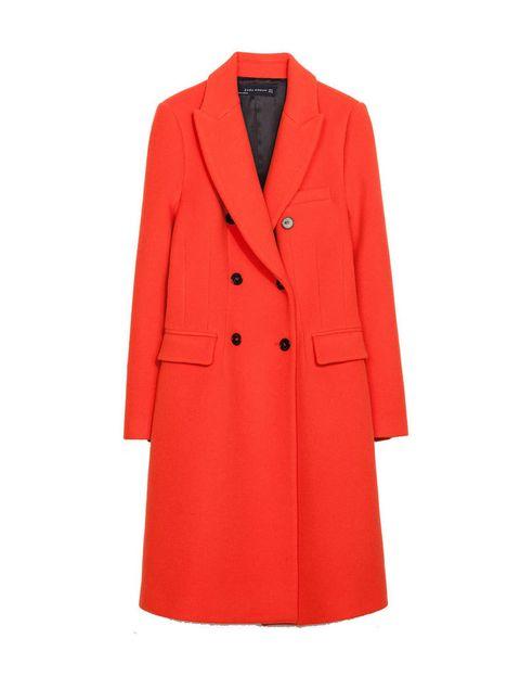 <p>Abrigo muy largo naranja de <strong>Zara</strong>, 99,95 €.</p>