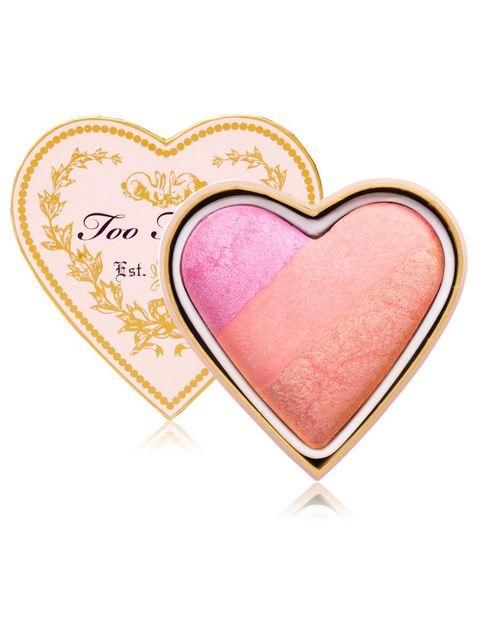 <p>'Sweethearts Blush' (28 €), de <strong>Too Faced</strong>. Con tres tonos para usar por separado o mezclados.</p>