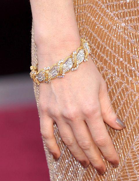 <p>Espectacular es el mejor adjetivo para describir las joyas de <strong>Harry Winston</strong> que lució <strong>Jessica Chastain</strong>. Nos quedamos con esta pulsera de oro y diamantes.&nbsp;</p>