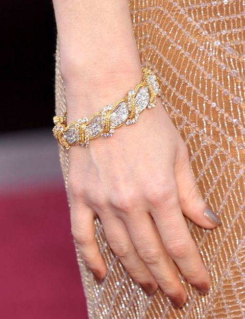 <p>Espectacular es el mejor adjetivo para describir las joyas de <strong>Harry Winston</strong> que lució <strong>Jessica Chastain</strong>. Nos quedamos con esta pulsera de oro y diamantes.</p>